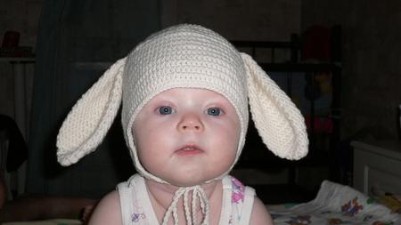 Как связать шапку с заячьими ушками